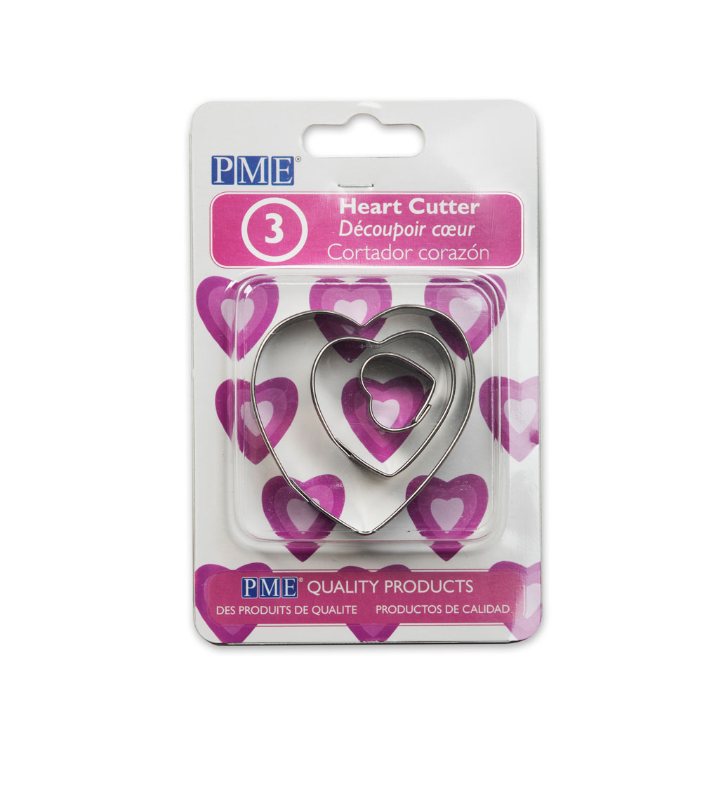 Baking accessories; Set of three heart shaped cookie cutters
